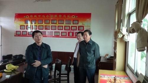 南昌县人大领导来塔城乡小学指导工作