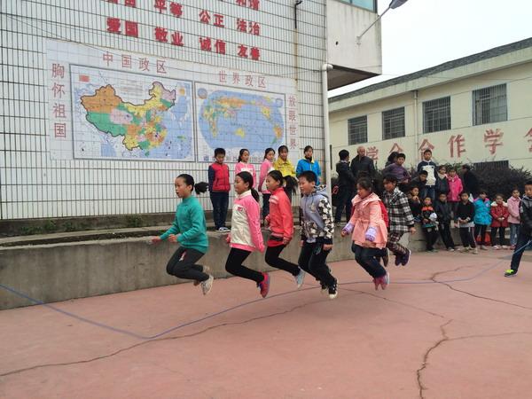 蒋巷中心小学举办全镇小学生跳绳比赛图片