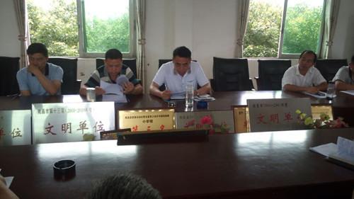 中心小学李颖全校长在布置县局相关工作-黄马中心小学召开毕业班及