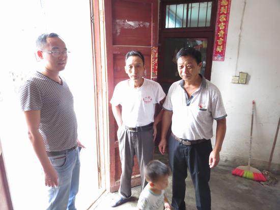 塔城乡中心小学教师节前走访慰问困难教师-南昌县