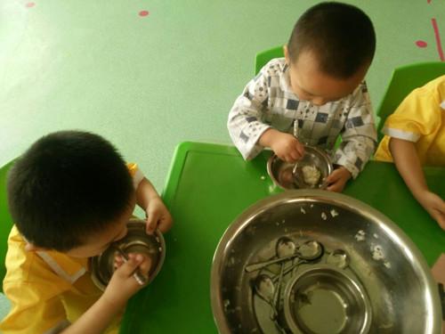 """东新乡中心幼儿园开展""""光盘行动""""教育活动"""