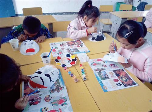 武阳镇南坊小学开展学生手工制作大赛活动
