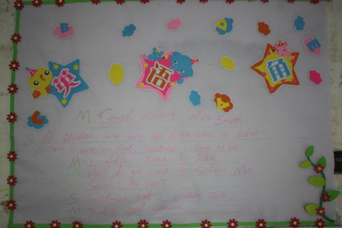 低年级教室布置活泼灵动,色彩跳跃大胆,充满生气,符合低年级孩子朝气